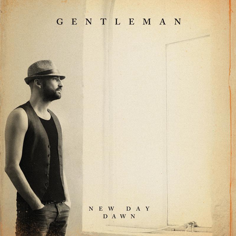 Gentleman - New Day Dawn. Zu sagen hat Gentleman jede Menge, diesmal ohne Kolloborationen und featurings anderer Künstler. Es ist vielleicht sein persönlichstes Album. Dieses Jahr feiert Tilmann Otto 20-jähriges Bühnenjubiläum, mittlerweile hat er zwei Kinder. Er ist reifer geworden, die Texte nachdenklicher:
